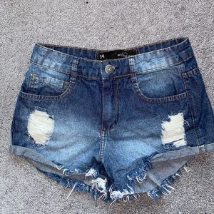 Denim distressed shorts 🌊🌎🎉